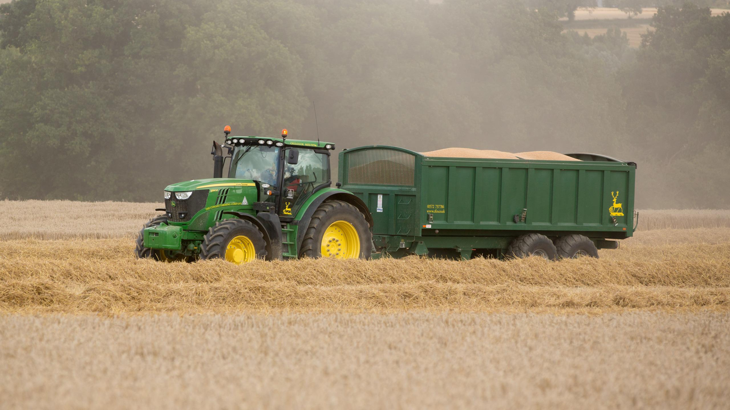 John Deere 6190 Carting Wheat