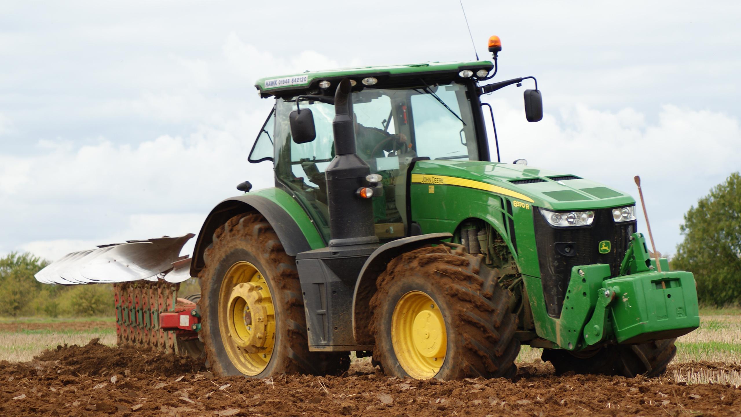 John Deere 8370 Ploughing
